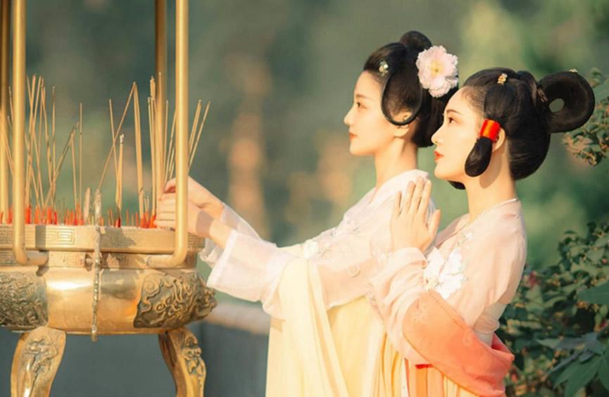 2021婚姻运势测算:天真的女孩总是用耳朵去谈恋爱,很危险!